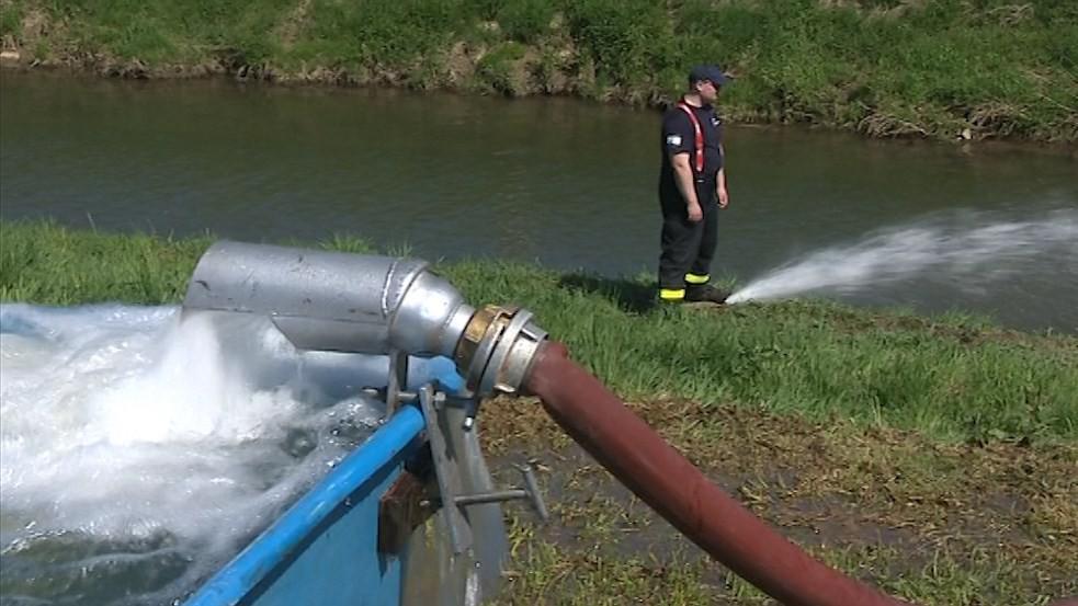 Uherskobrodští hasiči získali nové vybavení pro případ povodní