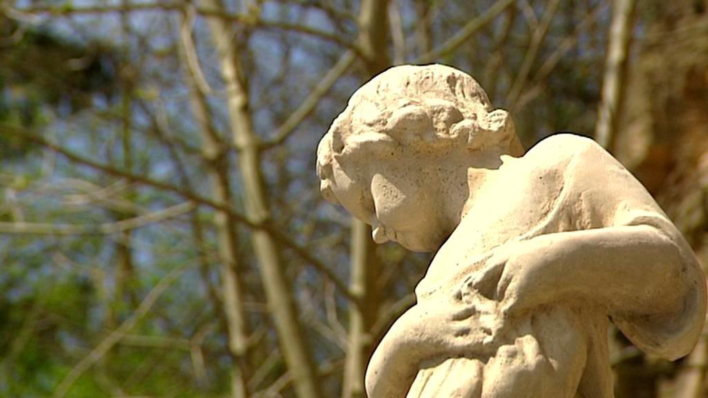 Opravená soška v parku