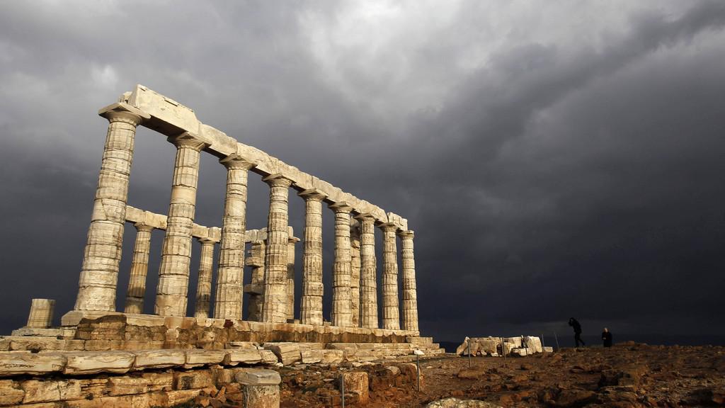 Nad Řeckem se stahují mračna