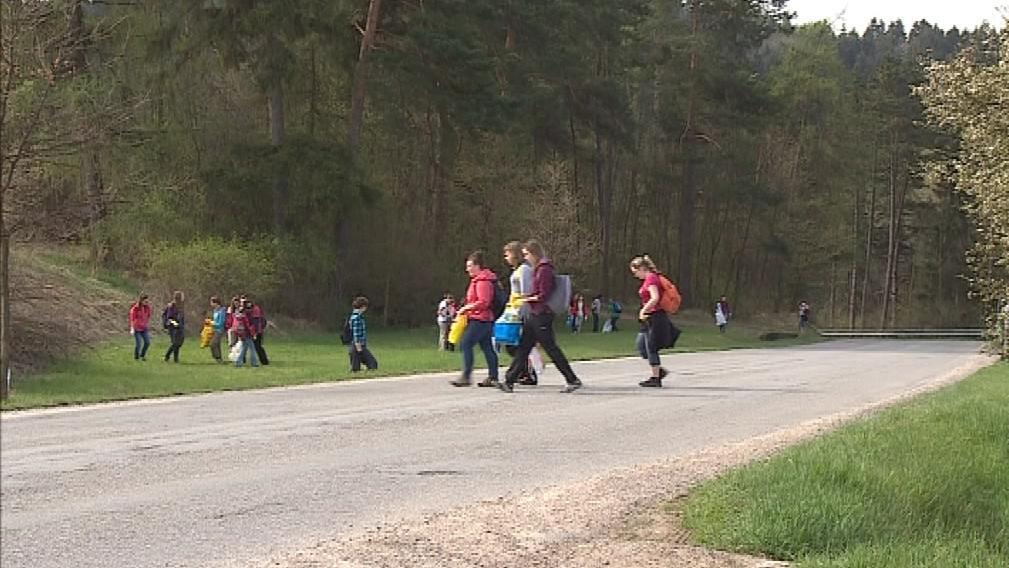 Dnes na severu krasu pomáhaly hlavně děti ze základních škol