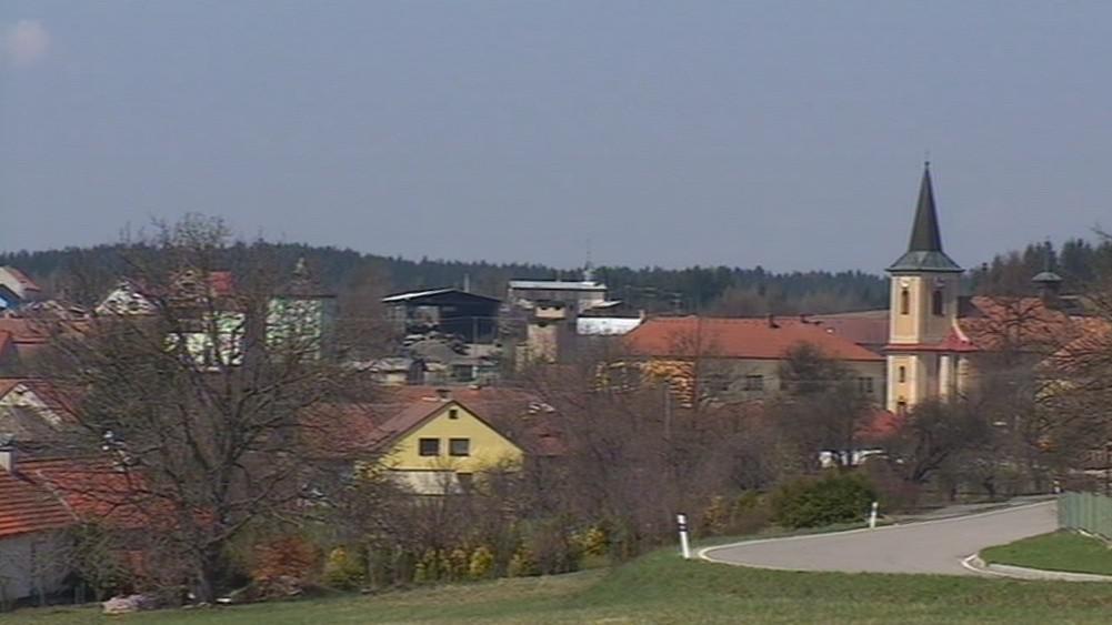 V Bedřichově žije asi 250 stálých obyvatel