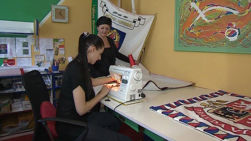 Výroba české vlajky