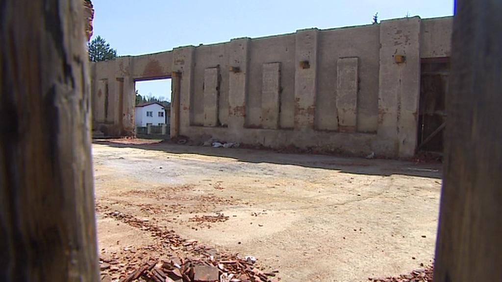 Zbylé zdi stodoly
