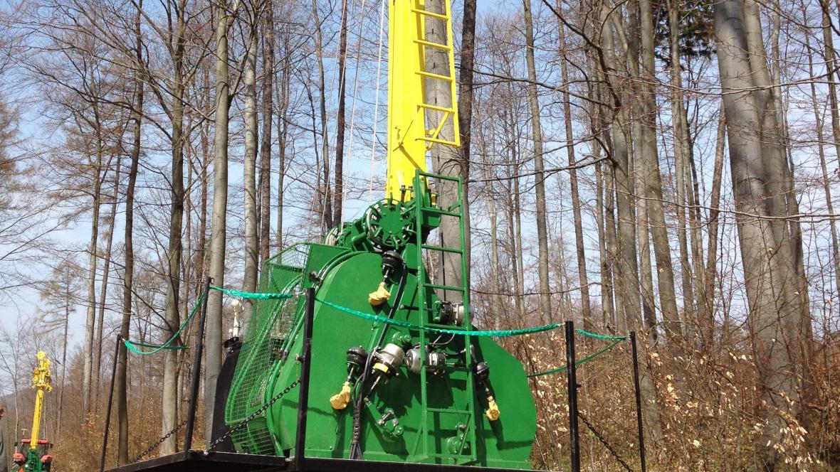 Lesníkům pomáhá moderní technika v nepřístupném terénu