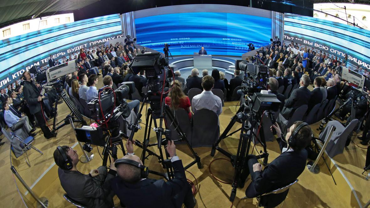 Vladimir Putin odpovídá na dotazy diváků
