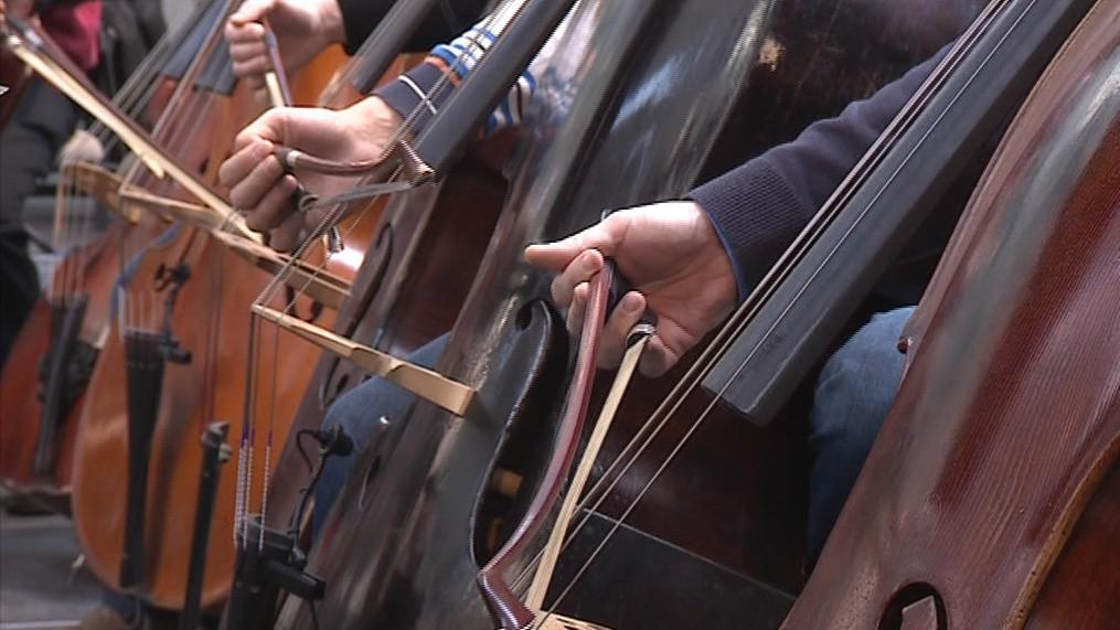 Hudebníci zkouší na dnešní večerní koncert