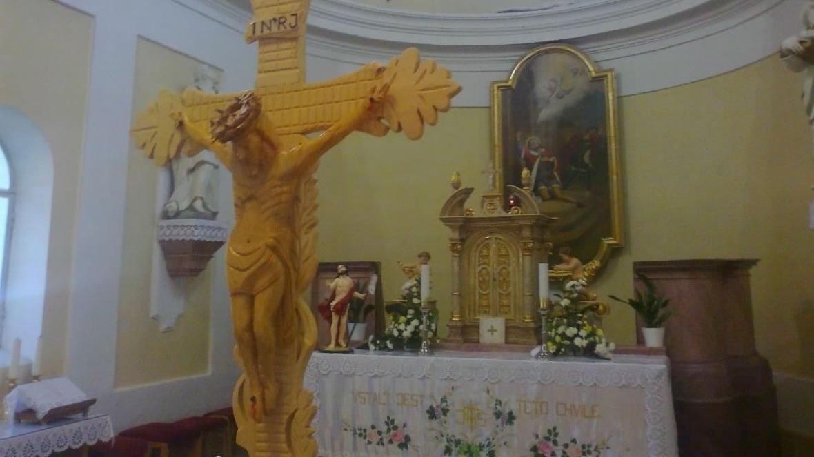 Na místní oltář přispěli Američané deseti tisíci dolary