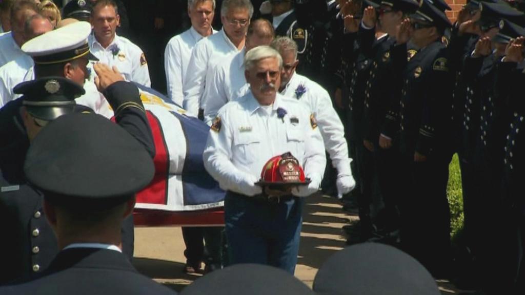West se loučí s hasiči, které zabil výbuch továrny na hnojiva