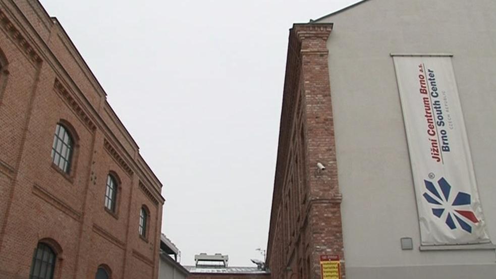 Majitelem budovy, ve které Wannieck Gallery sídlí, je městská společnost Jižní Centrum Brno
