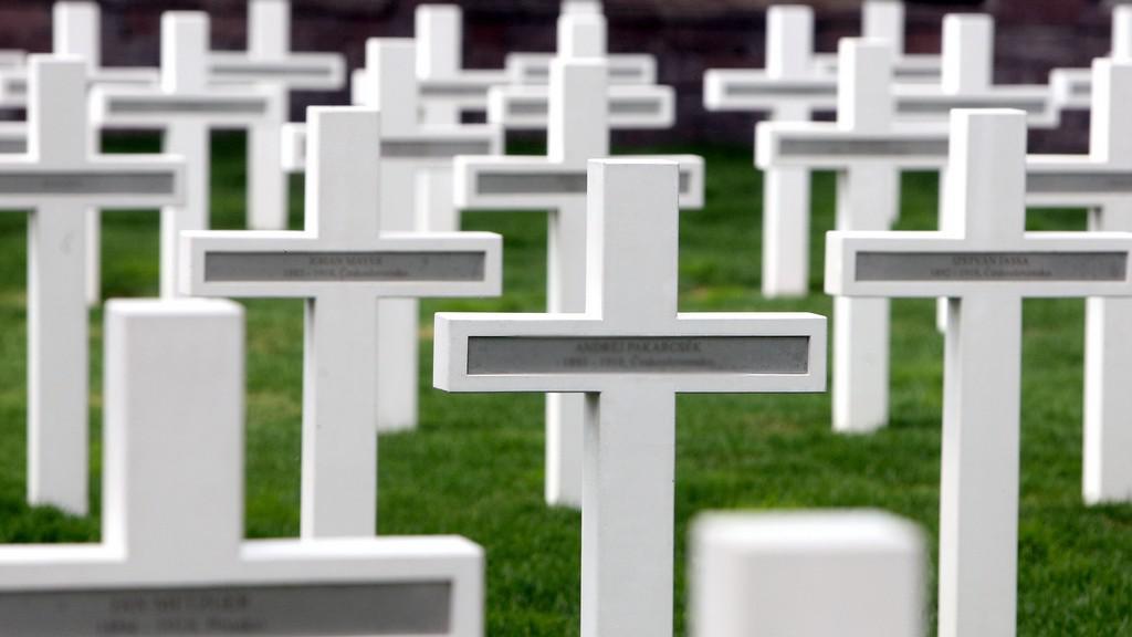 Vojenský hřbitov a památník padlých v Petržalke