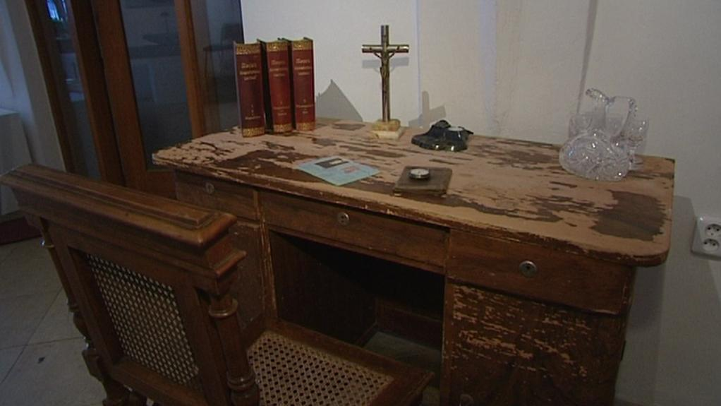 Farářův psací stůl