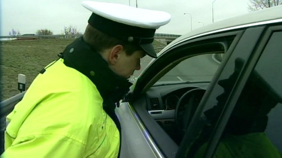 Řidičce se nepodařilo nafoukat do alkoholtesteru (ilustrační snímek)