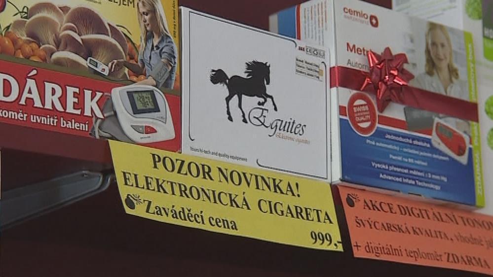 Elektronické cigarety vystavené v lékárně
