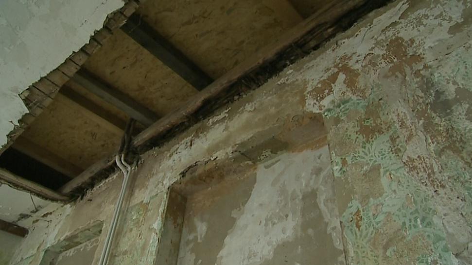 Stav budovy je ve špatném stavu