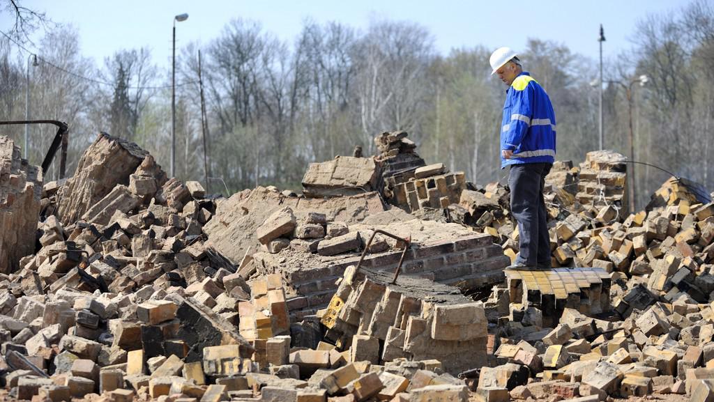 Zbytky odstřeleného komína v Rychnově nad Kněžnou