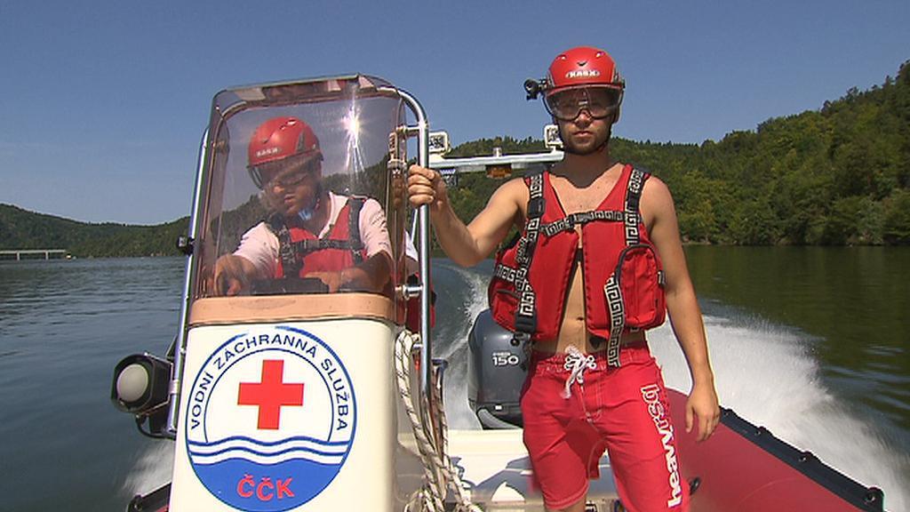 Dobrovolní vodní záchranáři na Slapech