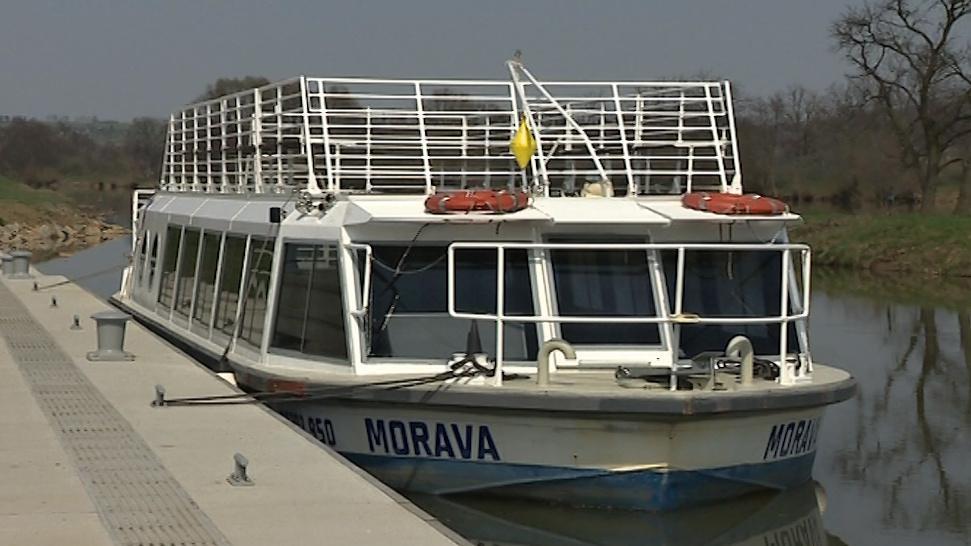 Loď Morava na Baťově kanále
