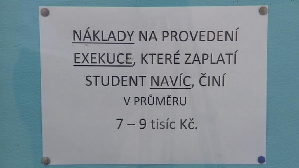 Brněnská univerzita si došlápla na neplatící studenty