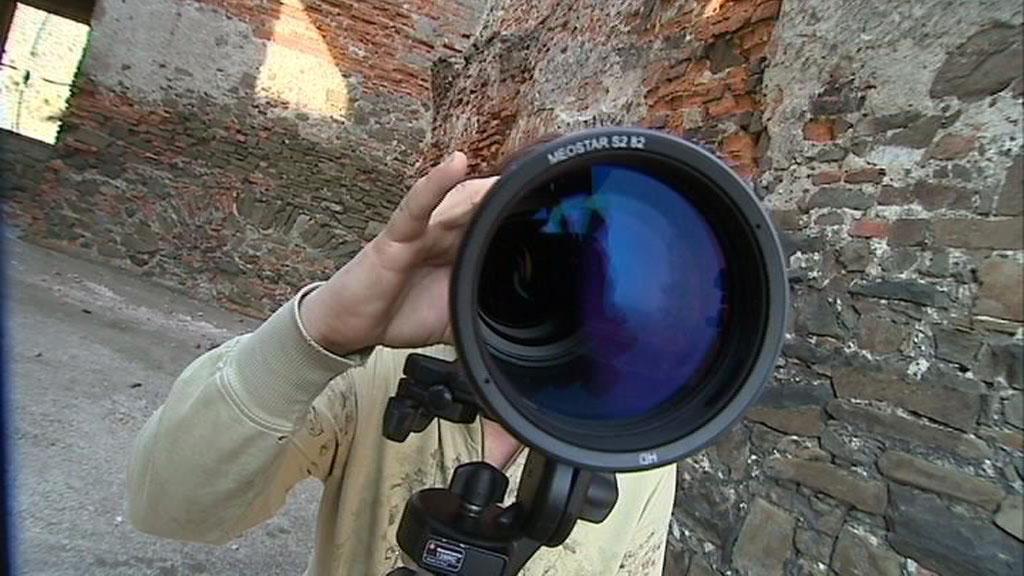 ... u dalekohledu