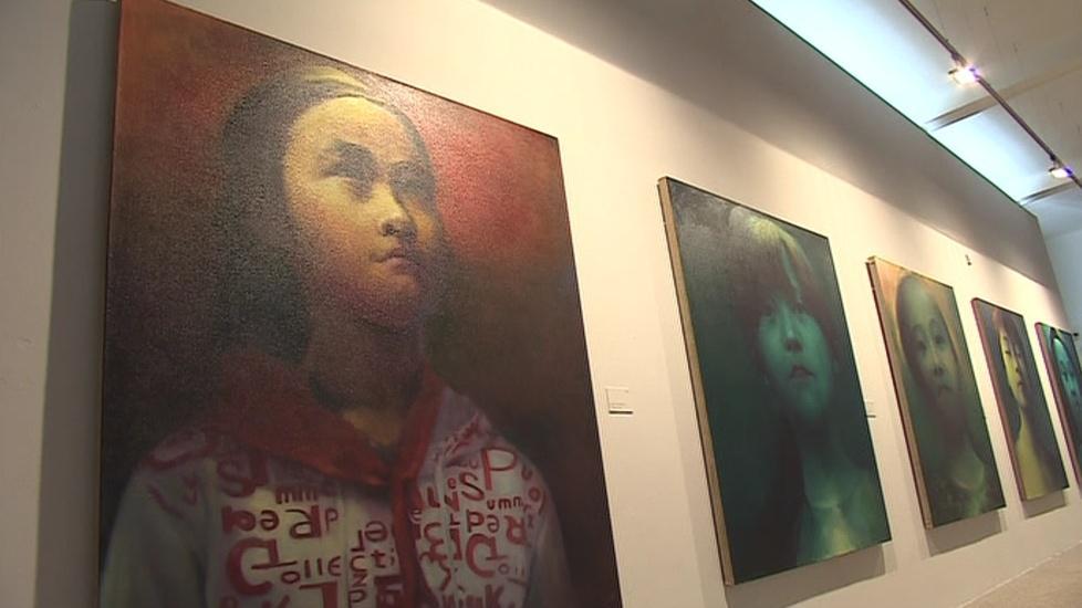Hlavním námětem Che Ťin-weje jsou čínští migranti z venkova a jejich děti