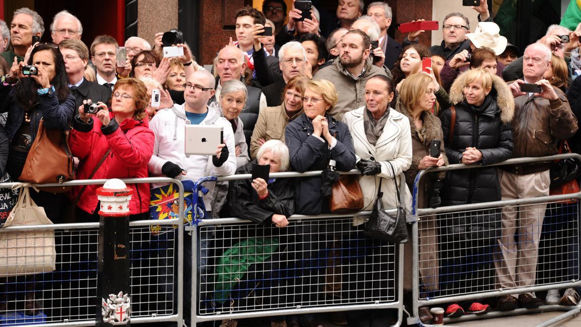 Lidé se přišli rozloučit s Margaret Thatcherovou