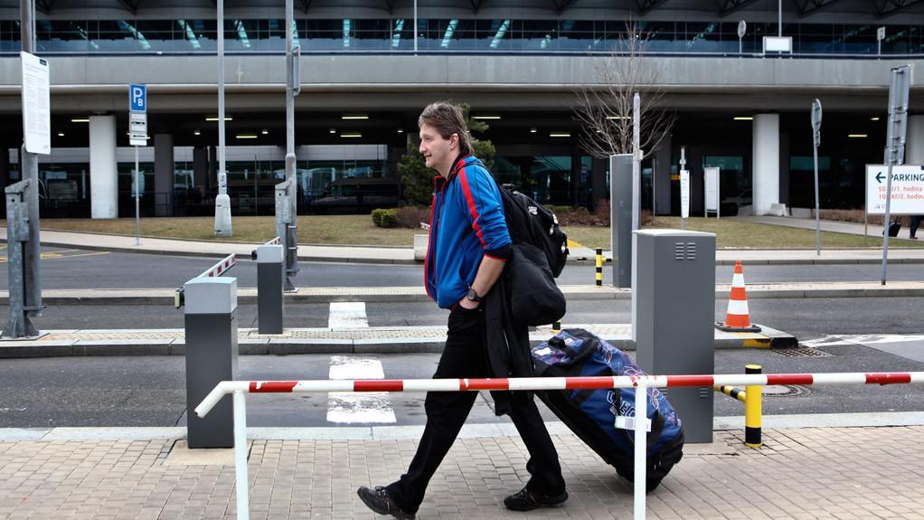 Neustálé cestování na Ligu mistrů znamená pro komentátora pendlování mezi letištěm a hotely s bagáží