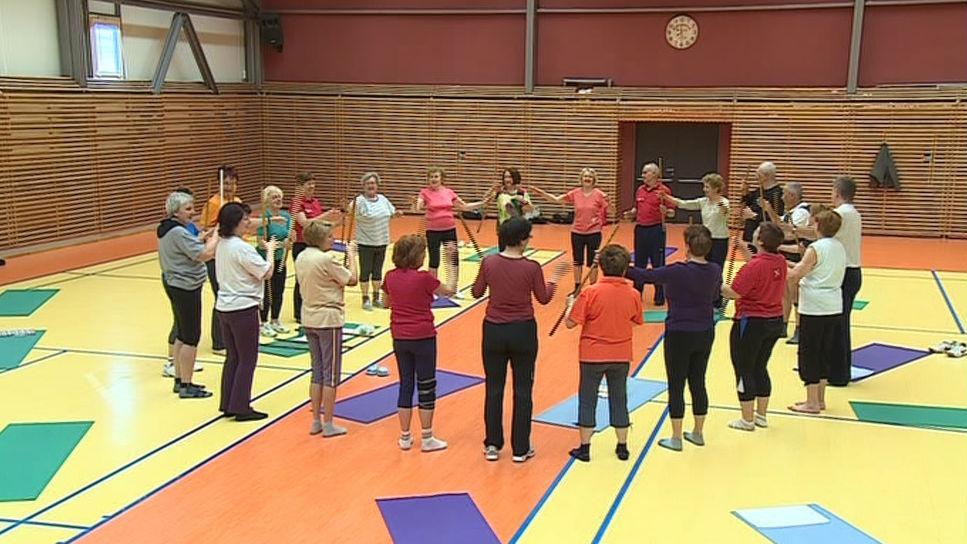Skupinové cvičení seniorů na brněnské VUT