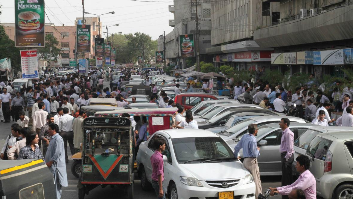 Lidé v Karáčí opustili kvůli otřesům budovy
