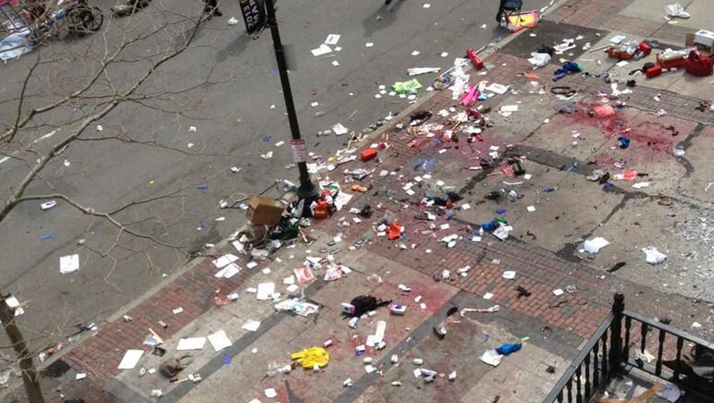 Místo po explozi v centru Bostonu