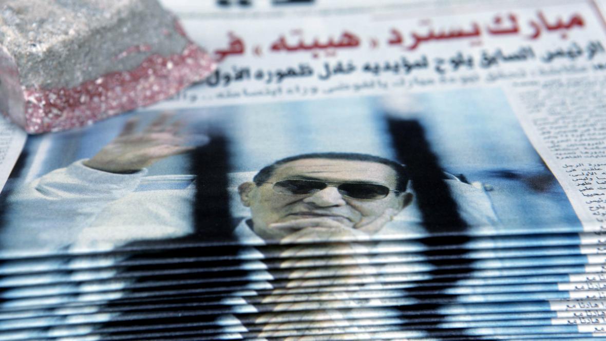 Mubarak zůstává za mřížemi