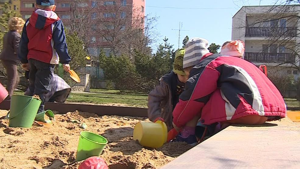 Vedení brněnských Bohunic i Vinohrad se brání, že míst je pro zdejší děti dost