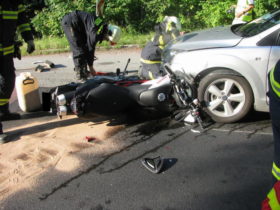 Havárie motorky a osobního auta