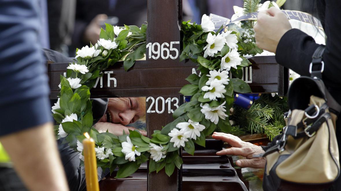 Pohřeb obětí střelby v Srbsku