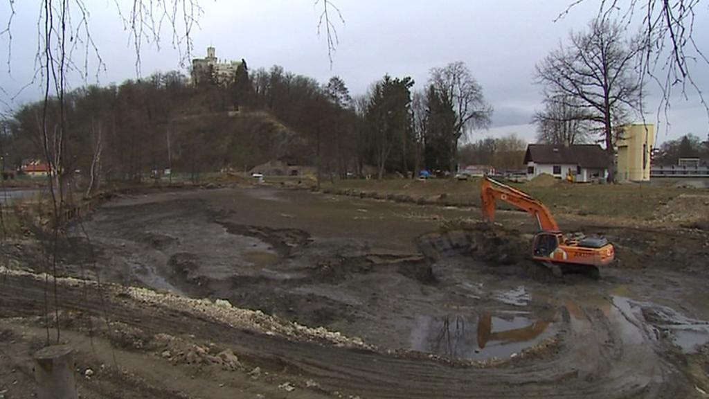 Stavba přístavu v Hluboké nad Vltavou