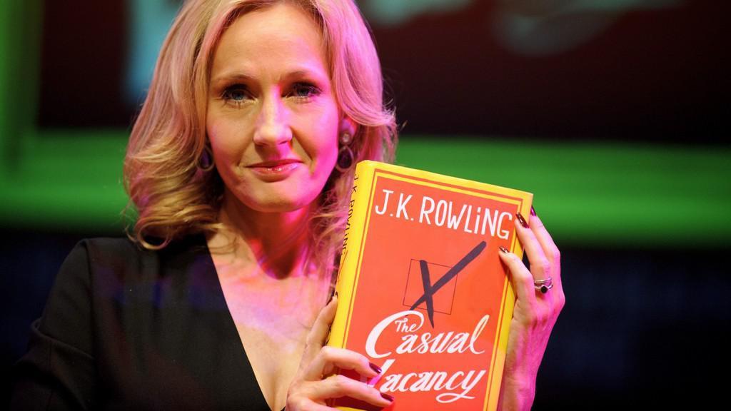 J. K. Rowlingová s románem pro dospělé