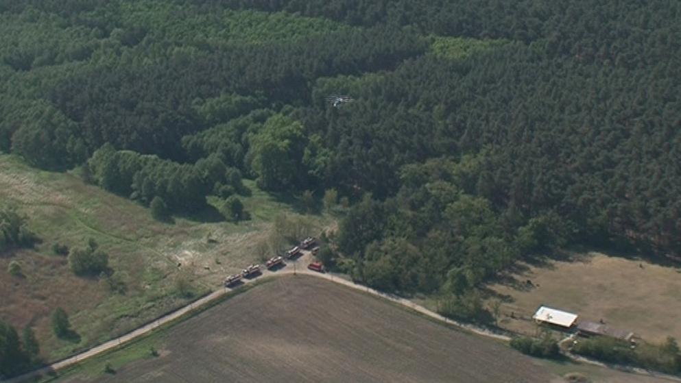 Letecké záběry z požáru v lese u Bzence