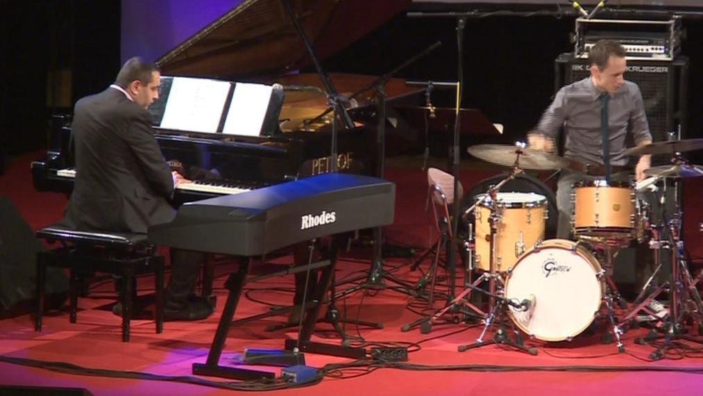 Pivce doprovodili slovenský pianista Klaudius Kováč a bubeník Martin Novák