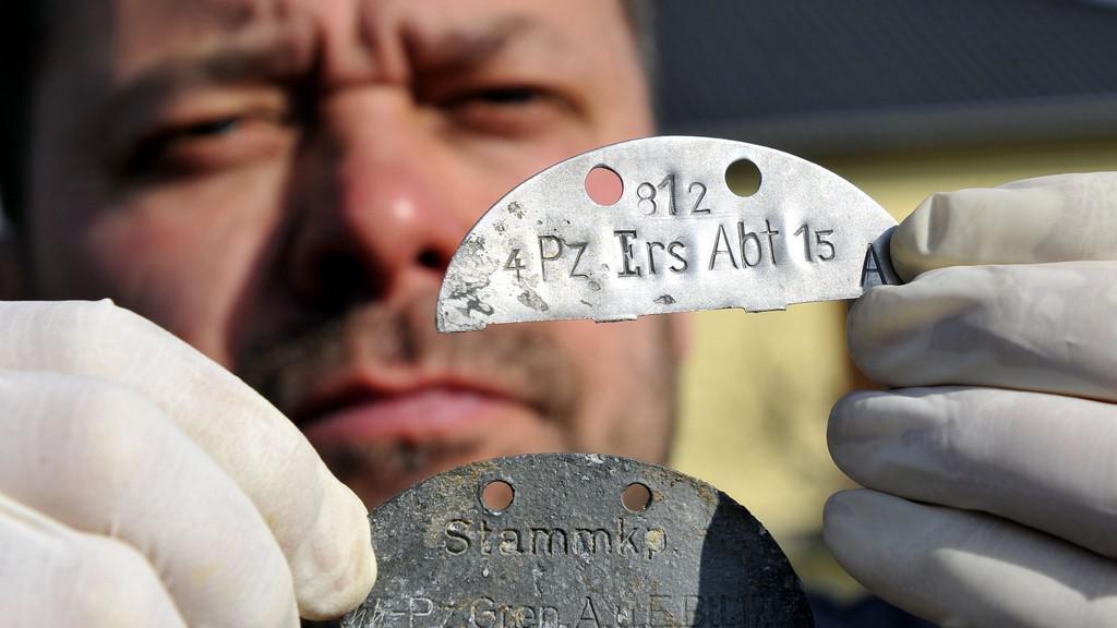 Historik Vlastimil Schildberger ukazuje Knispelovu známku