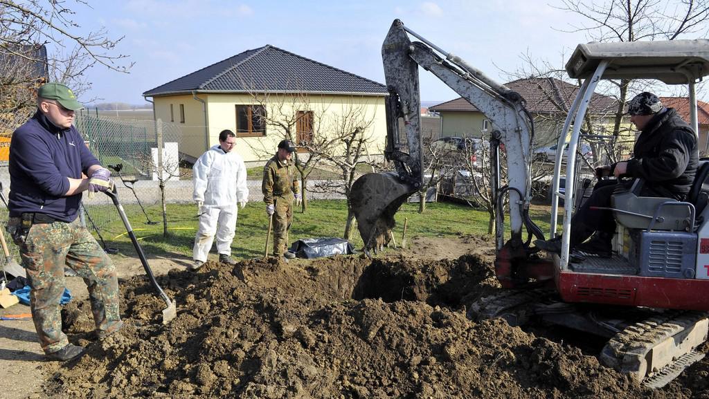 Tělo leželo v neoznačeném hrobě německých vojáků u hřbitova