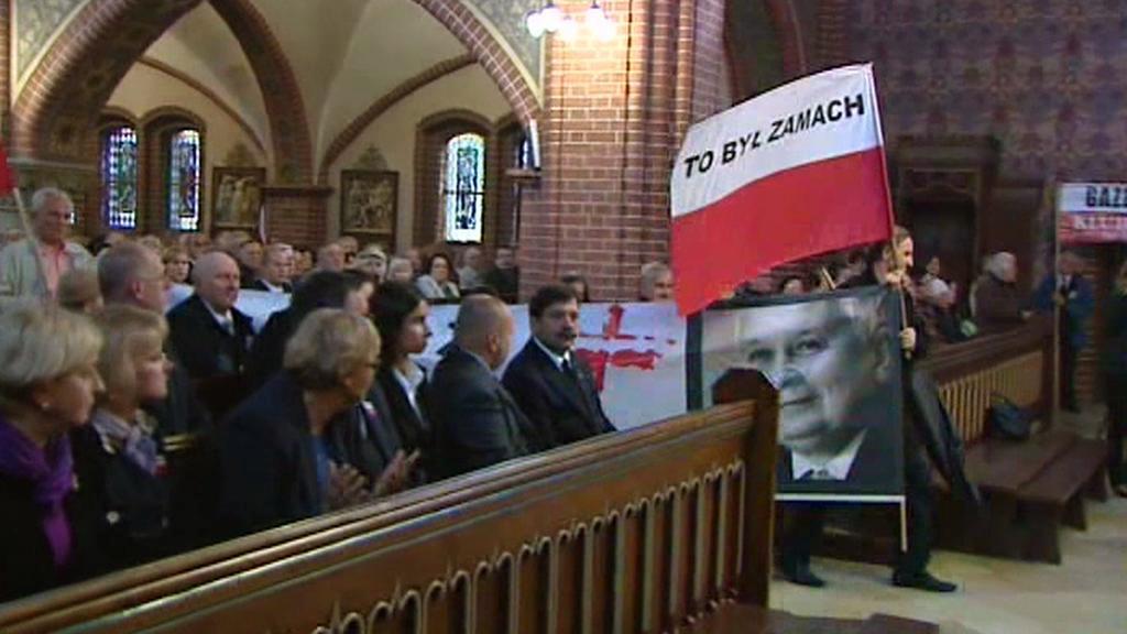 Smolenská tragédie Poláky dodnes rozděluje