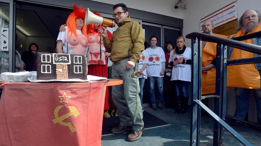 Protest před ÚSTR