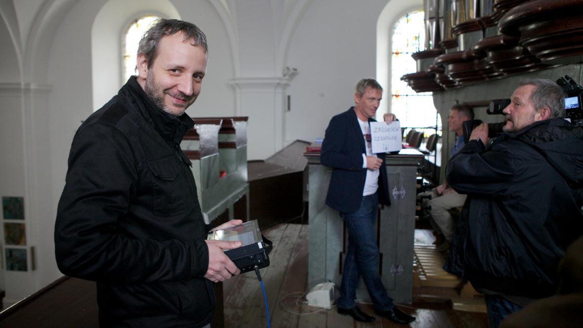 Natáčení pořadu Uchem jehly - režisér Ladislav Cmíral (vpravo)