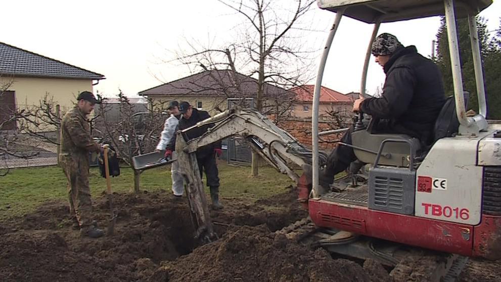 Archeologové objevili hrob Kurta Knispela a dalších vojáků
