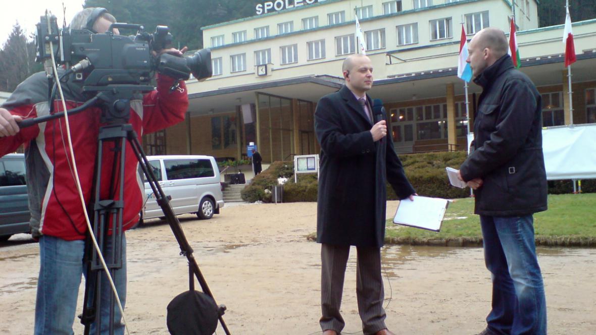 Michal Fila při živém vstupu do zpravodajství