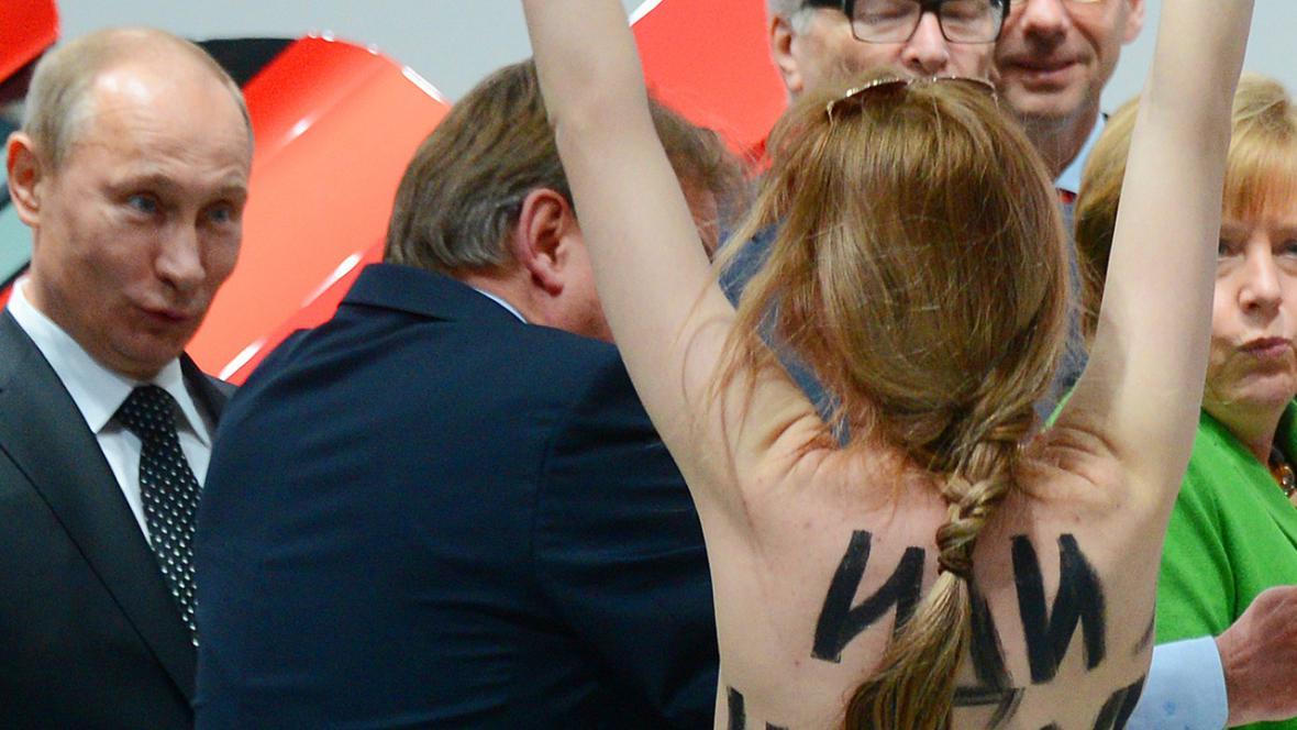 Členky Femen protestovaly v Hannoveru proti Putinovi