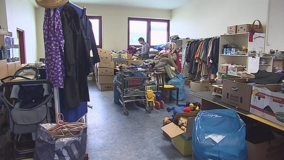 Charita vytřídí použitelné oblečení