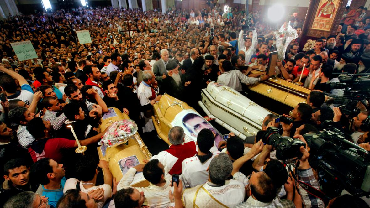 Pohřeb čtyř koptských křesťanů v Káhiře