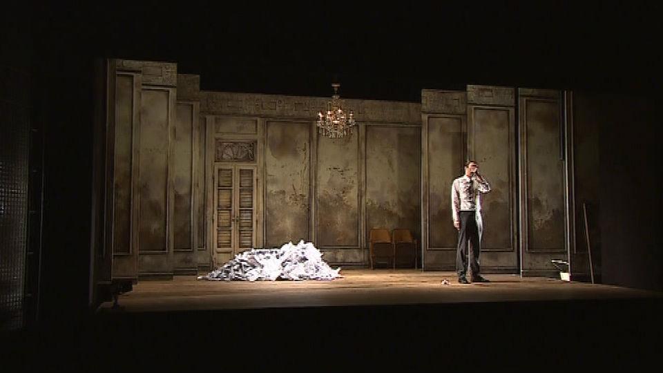 Scéna z divadelního představení Zlatá šedesátá