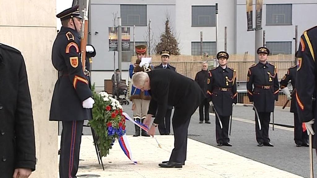 Miloš Zeman u Štefánikovy sochy