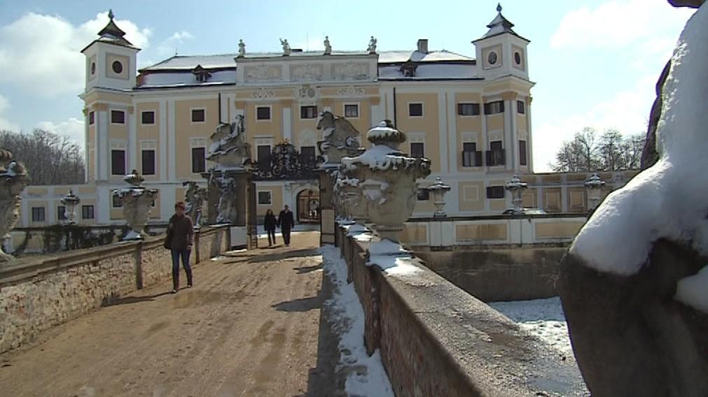 Obec je známá díky svému zámku z 16. století